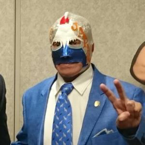 日本を愛し富士山の日の出をデザインしたマスクをかぶるミル・マスカラス