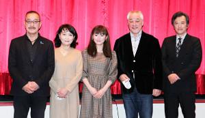 舞台あいさつに登壇した(左から)野伏翔監督、石村とも子、菜月、原田大二郎、大鶴義丹