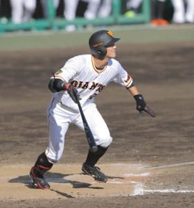 9回2死一、二塁、若林晃弘が右中間に2点適時二塁打を放つ