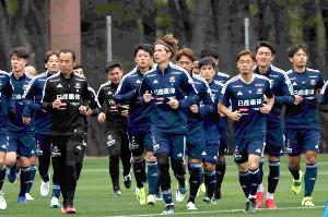 トレーニングに励む横浜Mの選手たち