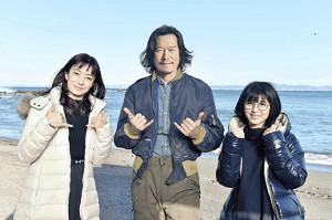 重要な役どころでドラマに加入する豊川悦司(中央)と菅野美穂(左)、浜辺美波