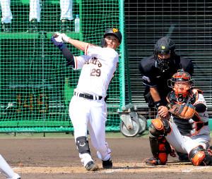 3回、左越えに本塁打を放った吉川