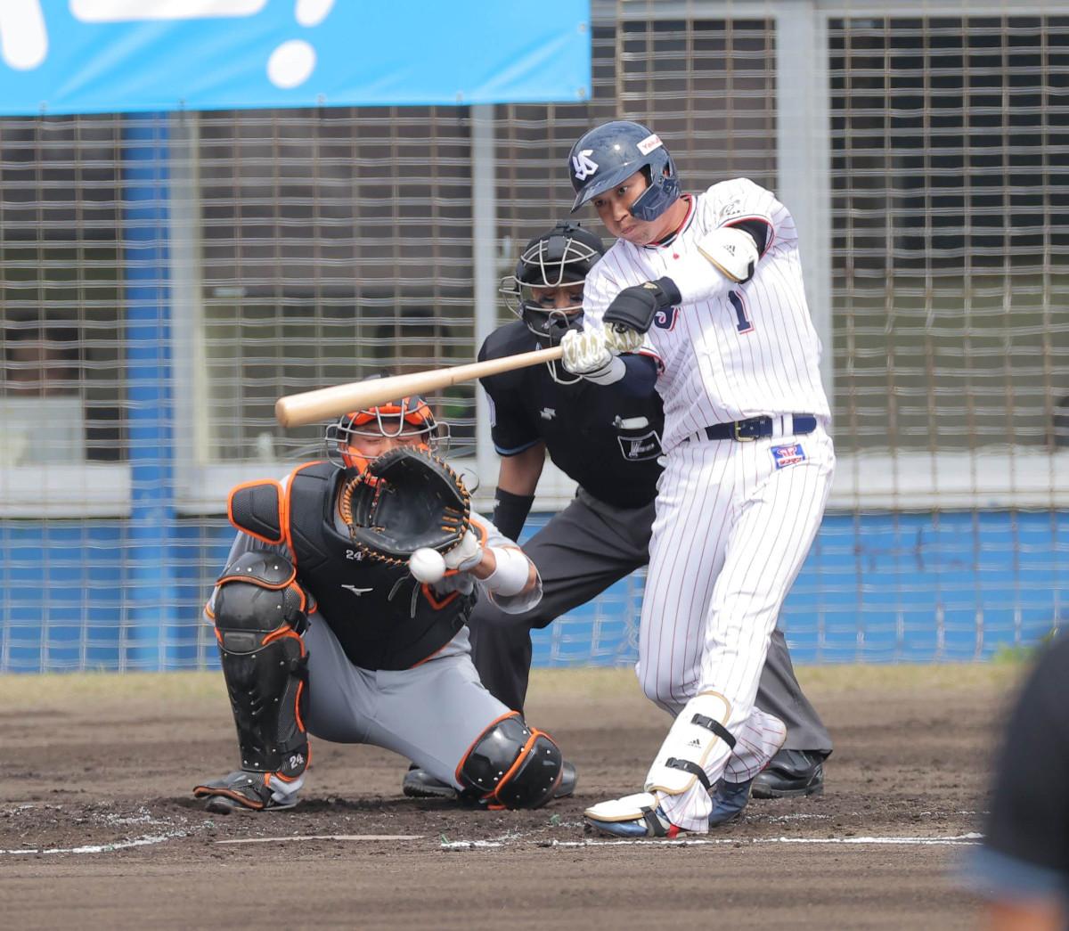 1回2死、山田哲人が左前安打