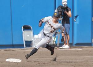 5回無死一塁、若林晃弘が右適時三塁打