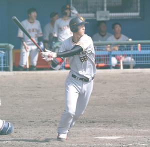 5回無死二塁、中越え適時二塁打を放つ秋広優人