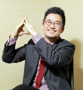 「浅田家!」のAポーズを決める中野量太監督