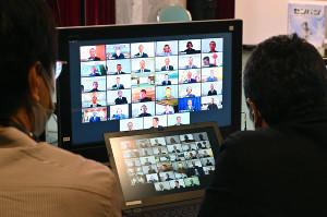 リモートで行われたセンバツ高校野球大会の組み合わせ抽選会(代表撮影)