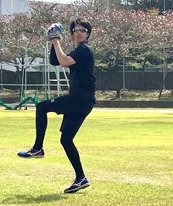 投手練習に参加した楽天・岸(球団提供)