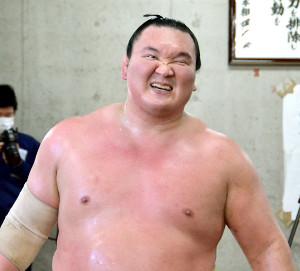 合同稽古中に笑顔を見せる横綱・白鵬(代表撮影)