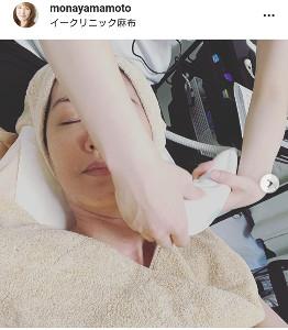 山本モナ、美容施術を受けるすっぴん顔を公開「お肌も気持ちもすっきり ...