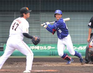 5回1死二塁、岡林勇希が適時打を放つ