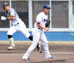 1回1死一塁、佐藤輝に先制の左越え適時二塁打を許した木沢(カメラ・馬場 秀則)