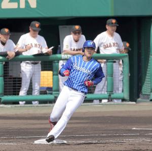 3回1死一塁、中前安打を放った田中俊太