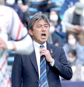 後半、指示を出す福岡・長谷部茂利監督