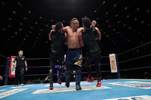トンガ組に強烈な両腕ラリアットを叩き込んだ後藤洋央紀だったが、邪道の介入でタッグ王座奪取は逃した(新日本プロレス提供)