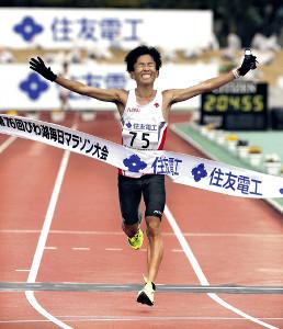 日本新記録で優勝した鈴木健吾