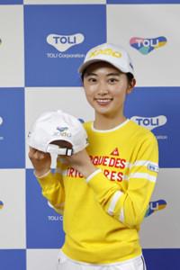 東リとのスポンサー契約を発表した女子プロゴルフの安田祐香