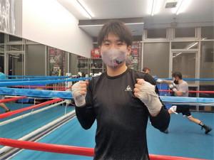 オンライン会見後、東京・練馬区の三迫ジムで練習を行った寺地拳四朗(提供写真)
