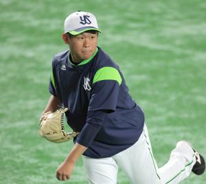 キャッチボールをする田口麗斗
