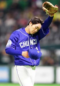 ソフトバンクに先制を許し、厳しい表情の中日先発・勝野昌慶