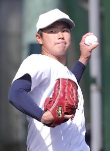 キャッチボールをする大阪桐蔭・松浦