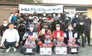 「第2回 NEW和歌山グレ・ドリームカップ」に参加した選手たち。上田選手(前列左から3人目)が栄冠に輝いた
