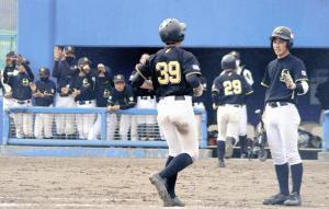 東広島は2回、出島の2点三塁打で鮫島が生還。投打で圧倒した