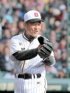 2012年の阪神・巨人OB戦に出場した三宅秀史さん