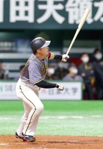 4回1死、先制ソロ本塁打を放つ大山悠輔