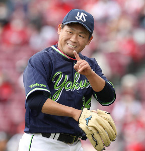 1回2死、鈴木誠也を遊ゴロに打ち取り、笑顔でベンチに戻る田口麗斗