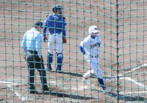 チームの今季初本塁打を放った健大高崎・吉里