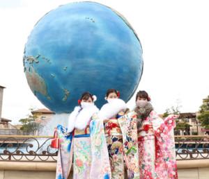東京ディズニーシーで開催された成人式に出席する浦安市の新成人たち