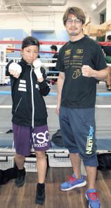 師弟での世界王座獲得を狙う緒方汐音(左)と石田順裕会長