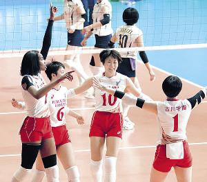 古川学園では主力として活躍した三好さん(右から2人目、10番)