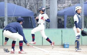 大阪八尾・寺地は3回に森下の適時三塁打で同点のホームを踏んだ