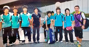 11年、震災から5か月半後、東京遠征に参加した渡辺勇大(左から2人目)と東野有紗(同6人目=東野の母・洋美さん提供)