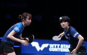 準決勝に進んだ早田ひな(左)、木原美悠組(国際卓球連盟提供)