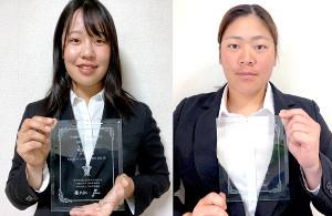 ライオンズレディースの清水美佑(左)と、尚美学園大の山田優理(全日本女子野球連盟提供)