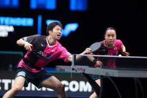 準決勝で敗れた(左から)水谷隼、伊藤美誠組(国際卓球連盟提供)