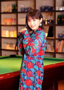 笑顔でインタビューに応えた逢田梨香子