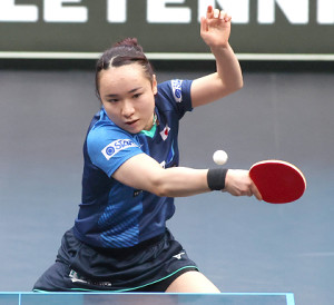 2大会連続の優勝を飾った伊藤美誠(国際卓球連盟提供)