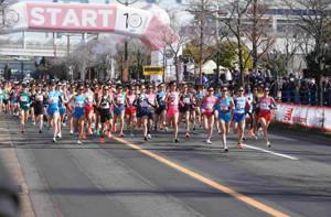 名古屋ウィメンズマラソンで一斉にスタートする選手