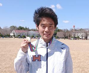 強風が吹き荒れた日本学生ハーフマラソンで優勝した法大のエース鎌田航生
