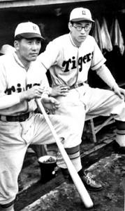 タイガース時代の別当薫(右)(左は藤村富美男=1948年撮影)