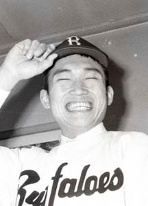 1971年12月近鉄入団発表時の佐々木恭介