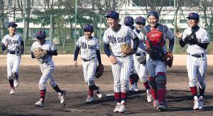 優勝し喜ぶ大阪泉州ナイン