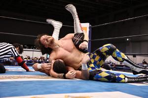 ジェイ・ホワイトを撃破し、NJC4強入りを決めたデビッド・フィンレー(新日本プロレス提供)