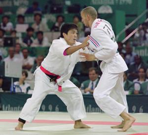 アトランタ五輪決勝で敗れた古賀稔彦(左)