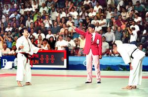 92年バルセロナ五輪・男子71キロ級決勝で金メダルを獲得し、万感の表情でガッツポーズする古賀稔彦さん