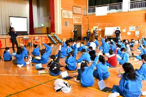 今回が初めてとなる、パラスポーツを疑似体験できるVR動画を活用した特別授業が実施された館林市立第四小学校